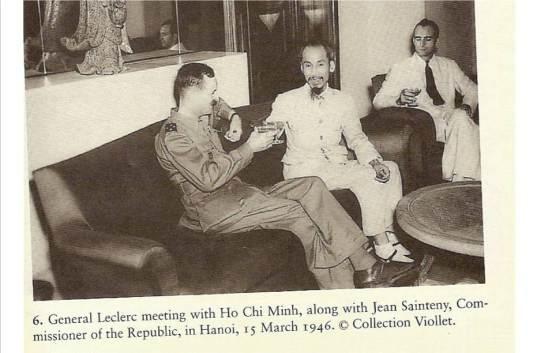 Leclerc, Ho Chi Minh, Jean Sainteny nâng ly chúc mừng sau khi ký HƯSB