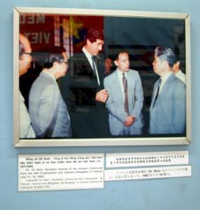 TNS John Kerry được TBT Đỗ Mười đón tiếp ân cần 7/1993 tại Saigon